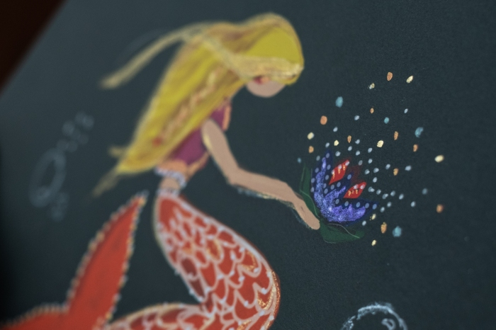 blonde-mermaid-detail-shot